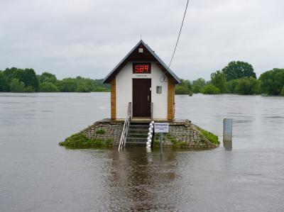 Oder-Hochwasser - Pegel f�llt