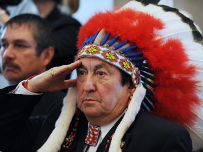 Ein Stammeshäuptling auf der Konferenz der mehr als 560 Indianerstämmen in Washington: Dort versprach US-Präsident Obama den Indianern eine bessere Zukunft. (Archivbild vom 5.11.2009)