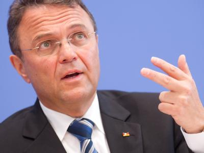 «Wir werden uns in Deutschland keine Religionskriege aufzwingen lassen»: Bundesinnenminister Hans-Peter Friedrich (CSU). Foto: Kay Nietfeld/Archiv