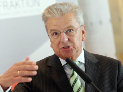 Joachim Poß zweifelt an Steuersenkung bei Berücksichtigung der Schuldenbremse.