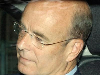 Der britische Ex-Geheimdienstchef John Scarlett hat sich von dem 2002 vorgelegten Regierungsbericht über angebliche Massenvernichtungswaffen im Irak distanziert.