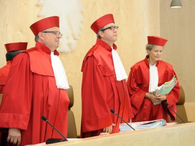 Das Bundesverfassungsgericht wird am 12. September seine Entscheidung über die Eilanträge gegen den Euro-Rettungsschirm ESM und den Fiskalpakt verkünden. Foto: Uli Deck