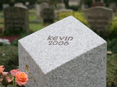 Der Fall von Kevin, der von seinem Ziehvater vernachlässigt und misshandelt wurde, beschäftigte 2006 ganz Deutschland.