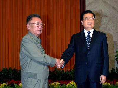Nordkoreas Machthaber trifft Chinas Präsident Hu Jintao im Mai 2010 in China. Foto: Korean Central News Agency (KCNA)