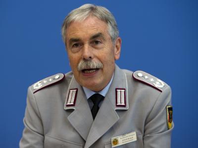 Der Vorsitzende des Deutschen Bundeswehrverbandes, Oberst Ulrich Kirsch, glaubt nicht an ein Ende des Kampfeinsatzes 2014. Foto: Arno Burgi/ Archiv