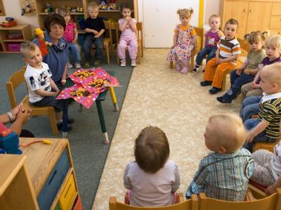 In Deutschland werden rund 320000 Kinder unter drei Jahren betreut.