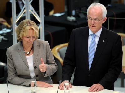 Müssen sich jetzt zusammenraufen: Jürgen Rüttgers und Hannelore Kraft (Archivbild)