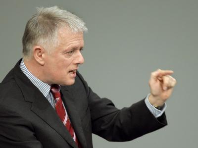 Der Fraktionsvorsitzende der Grünen, Fritz Kuhn, findet, das Unions-Wahlprogramm gehöre in die Tonne.