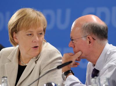 Kanzlerin Merkel und Bundestagspräsident Lammert im Gespräch.