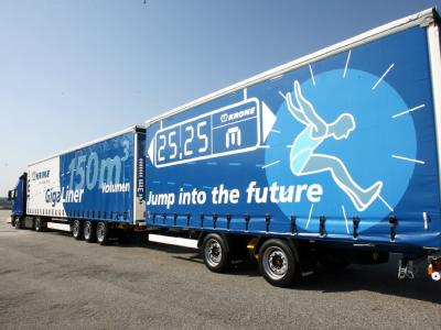 Mit zwei Lang-LKW lässt sich die Fracht von drei herkömmlichen Lastwagen transportieren.