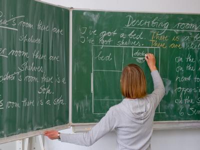 Jeder zweite Lehrer hält den Umgang mit Schülern heute für wesentlich schwieriger als früher. Foto: Patrick Pleul/Archiv