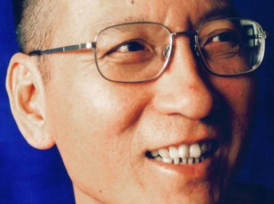 Ein undatiertes Handout zeigt den inhaftierten chinesischen Dissidenten und Bürgerrechtler Liu Xiaobo.