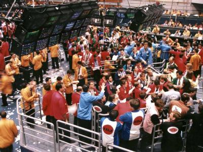 Händler auf dem Parkett der Londoner Börse. Archivbild: dpa