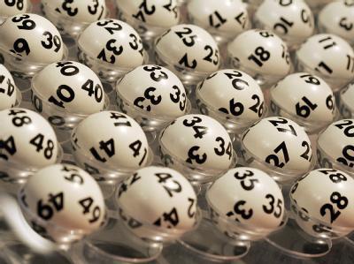 Geld macht nicht immer nur glücklich: Ein Lottogewinner wurde um rund 400 000 Euro erleichtert. Foto: Frank May/Archiv