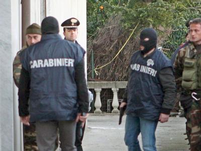 Italienische Polizeibeamte im Einsatz: Bei der Operation wurden mutmaßliche Mafiosi festgenommen (Archivbild).