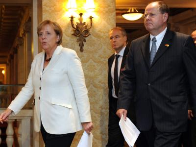 Kanzlerin Merkel und Finanzminister Steinbrück treffen auf dem G20-Gipfel ein.