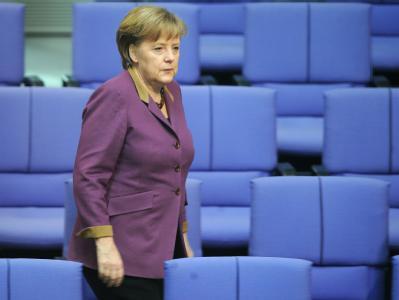 Die Beteiligung privater Gläubiger an der Hellas-Umschuldung war ein Kernanliegen von Kanzlerin Merkel. Sie atmet auf. Schon im April könnte es aber wieder hochhergehen, wenn bei Neuwahlen in Athen die Euro-Kritiker gewinnen sollten. Foto: Hannibal