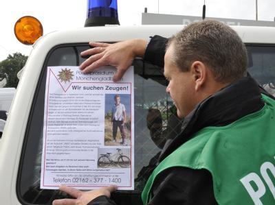 Mit Plakaten suchte die Polizei im Kreis Viersen nach Zeugen.