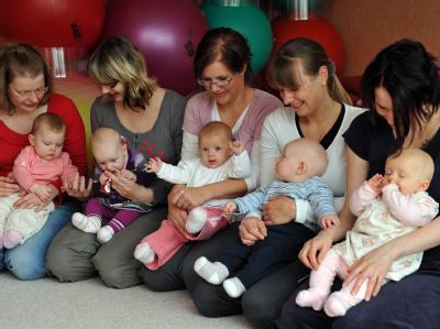 Die EU-Kommission hat eine Verlängerung des gesetzlich vorgeschriebenen Mutterschutzes in Europa von derzeit 14 auf 18 Wochen vorgeschlagen. (Archivbild)