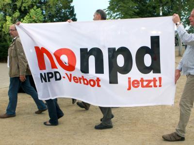 NPD-Verbots-Fahne