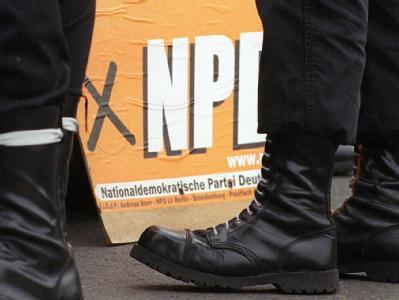 Bis März soll die Grundlage für einen neues Verfahren zum Verbot der rechtsextremen NPD stehen. Foto: Kalaene Jens, dpa