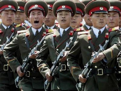 Eine Ehrengarde des nordkoreanischen Militärs. (Archivbild)