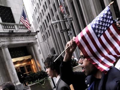 Occupy-Demonstranten bei der New Yorker Börse: Anhänger haben jetzt versucht, den Zucotti Park zurückzuerobern. Foto: Justin Lane/ Archiv