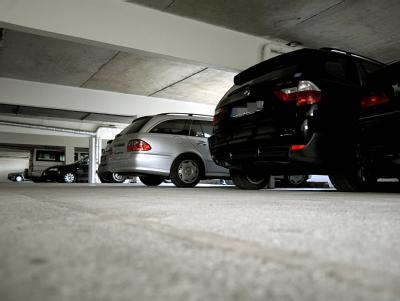 Im ADAC-Test ist fast jedes vierte Parkhaus glatt durchgefallen. Hauptmangel: Die Stellplätze sind für moderne Autos zu schmal.
