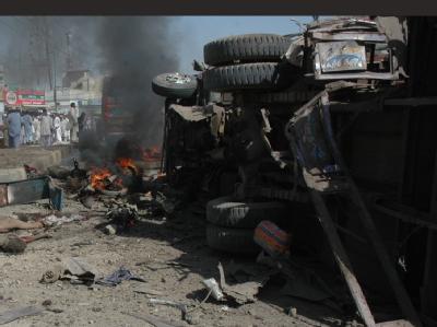 Bei einem Selbstmordanschlag in der pakistanischen Stadt Peshawar kamen zahlreiche Menschen ums Leben.