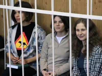 Pussy Riot hinter Gittern. Foto: Sergei Chirikov