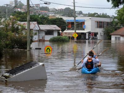Zwar stehen noch weite Teile Queenslands unter Wasser. Doch einige wichtige Verkehrslinien und Einrichtungen konnten den Betrieb mittlerweile wieder aufnehmen