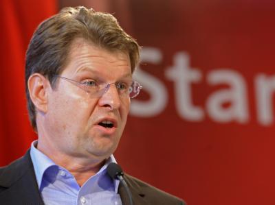 Der SPD-Landesvorsitzende Ralf Stegner kündigte seine Kandidatur als Spitzenkandidat an.