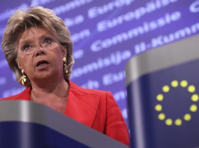 Reding plädiert für mehr Frauen in Chefsesseln. Im März 2012 will die EU-Kommissarin Bilanz ziehen - und möglicherweise eine EU-weite Frauenquote einführen. Archivfoto: Olivier Hoslet