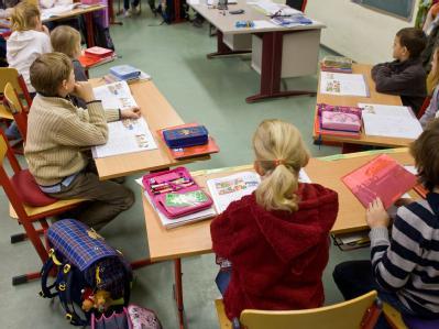 Die Evangelische Kirche in Deutschland will eine feste Verankerung des Religionsunterrichts als Grundlage der Wertevermittlung an den Schulen. (Symbolbild)