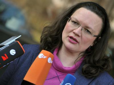 SPD-Generalsekretärin Andrea Nahles: «Das wird nicht leicht, was die SPD vor der Brust hat im Saarland.» Foto: Martin Schutt/Archiv
