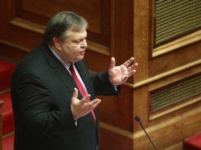 Pasok-Chef Evangelos Venizelos fordert, die Konsequenzen des Sparprogramms zu tragen.  Foto: Simela Pantzartzi