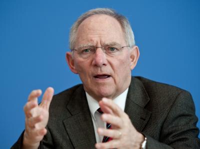 Bundesfinanzminister Schäuble versucht die Bedenken der Bundesländer beim EU-Fiskalpakt zu zerstreuen. Foto: Robert Schlesinger/Archiv