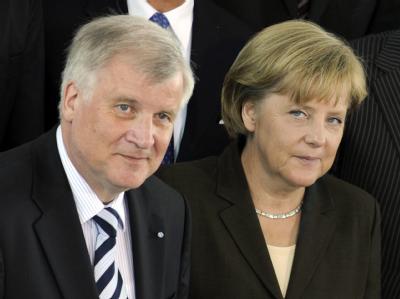 CSU-Chef Horst Seehofer (mit Kanzlerin Merkel im Juni 2009) glaubt nicht an eine Protestpartei rechts von der Union.