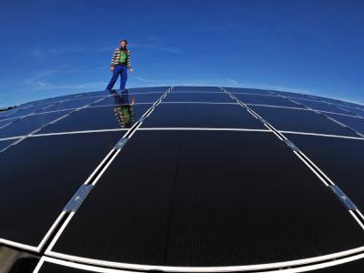 Durch mehr Energie aus Sonne, Wind und Biomasse konnten im vergangenen Jahr Brennstoffimporte in Höhe von 11 Milliarden Euro ersetzt werden Foto: Martin Schutt/Archiv