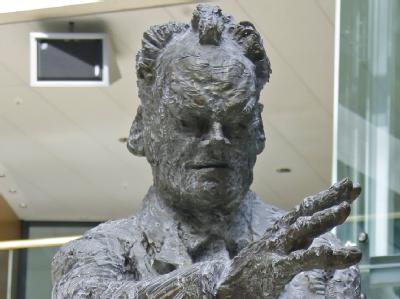 Willy-Brandt-Statue