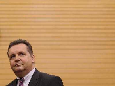 Ex-Ministerpräsident Mappus steht wegen des EnBW-Aktiendeals am Pranger. Die Staatsanwaltschaft ermittelt wegen Untreueverdachts, die CDU rückt von ihm ab. Foto: Marijan Murat/Archiv