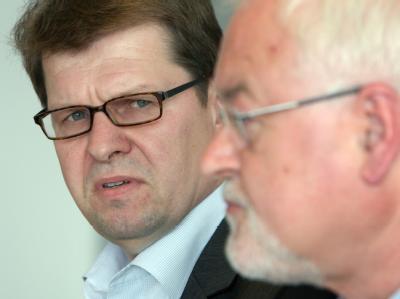 Koalitionskrise in Kiel: Der Fraktionsvorsitzende der SPD-Landtagsfraktion, Ralf Stegner (SPD), und Ministerpräsident Peter Harry Carstensen (CDU).