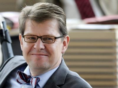 Ralf Stegner zieht als SPD-Spitzenkandidat in die schleswig-holsteinische Landtagswahl.