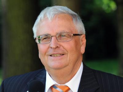 Für Theo Zwanziger, den Präsidenten des Deutschen Fußball-Bundes (DFB) ist der Wettskandal im Fußball auch ein gesamtgesellschaftliches Phänomen.