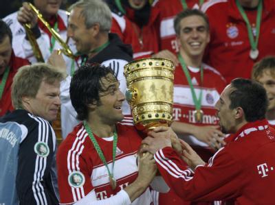 Luca Toni (M) war 2008 der Matchwinner bei Bayerns Pokaltriumph gegen den BVB. Foto: Rainer Jensen