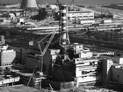 Blick auf das Kernkraftwerk Tschernobyl im Dezember 1986