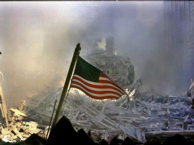 Trümmer des World Trade Centers kurz nach dem Einsturz am 11. September 2001.