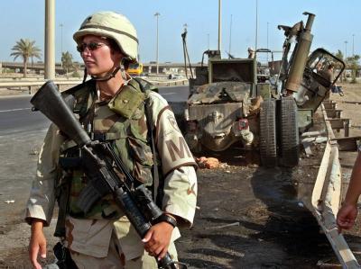 US-Soldatin beim Einsatz im Irak: Soldatinnen im US-Militär dürfen nun auch regulär in kämpfenden Einheiten dienen. Foto: Ali Abbas/ Archiv