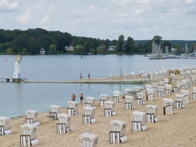 Strandbad Wannsee in Berlin: Die Berliner gaben ihrer Stadt sogar für das Freizeitangebot die Note sechs. Foto: Tobias Kleinschmidt