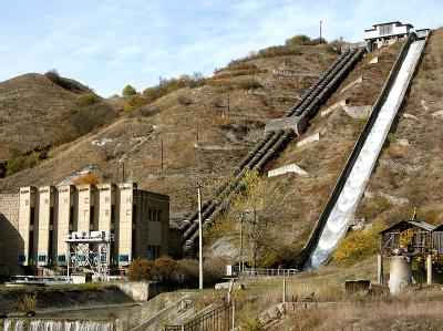 Das Wasserkraftwerk in der Teilrepublik Kabardino-Balkarien: Die Terroristen erschossen zwei Wachmänner und sprengten dann zwei der drei Generatoren im Maschinensaal in die Luft. (Archivbild)